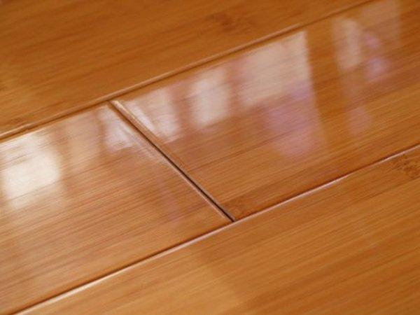 Cẩn thận để giữ độ bóng của sàn